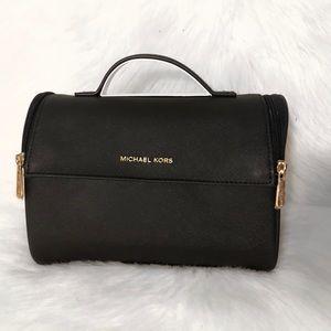 Michael Kors cosmetic / trabel bag